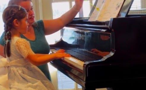 elisa-piano-lesson01